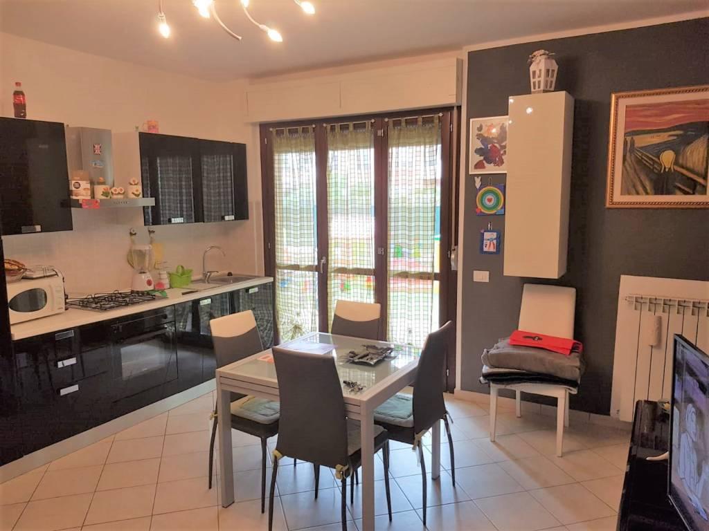 Appartamento in ottime condizioni in vendita Rif. 8066236