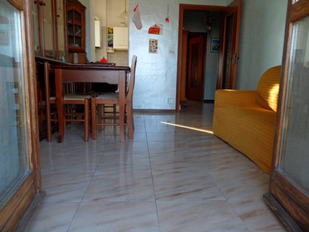 Appartamento in buone condizioni in affitto Rif. 8399597
