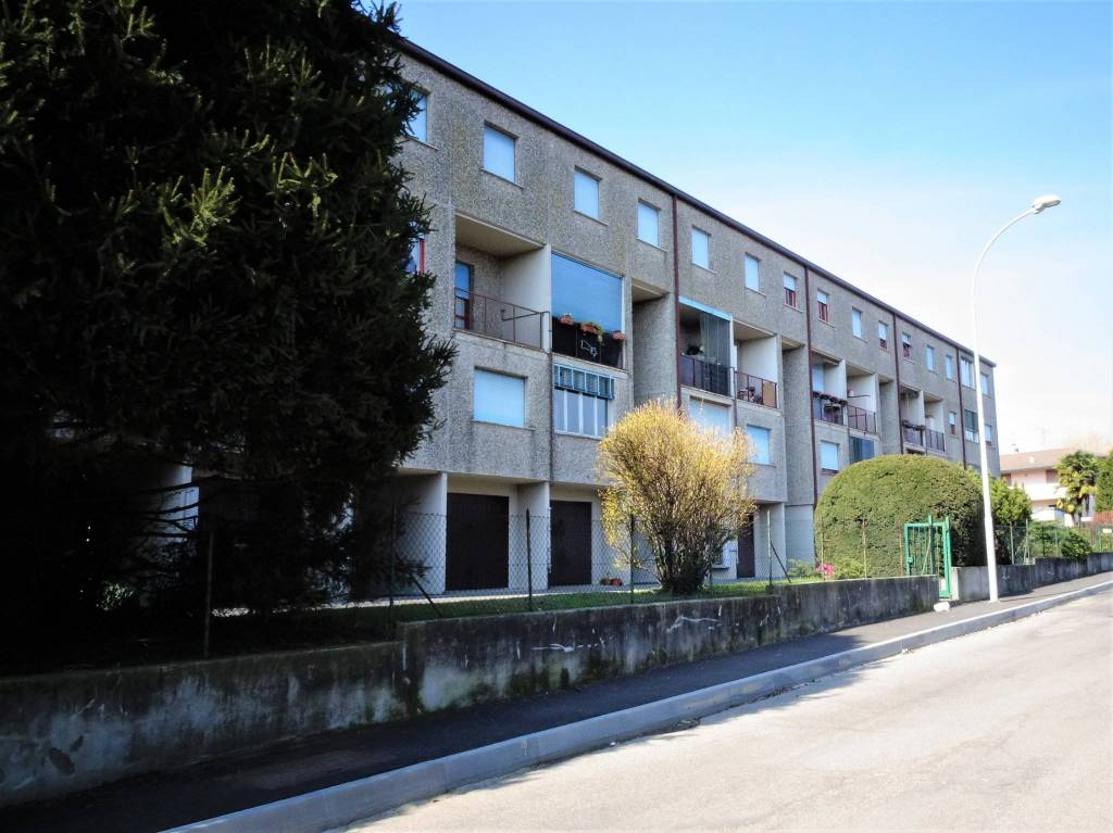 Appartamento in buone condizioni in vendita Rif. 8399752
