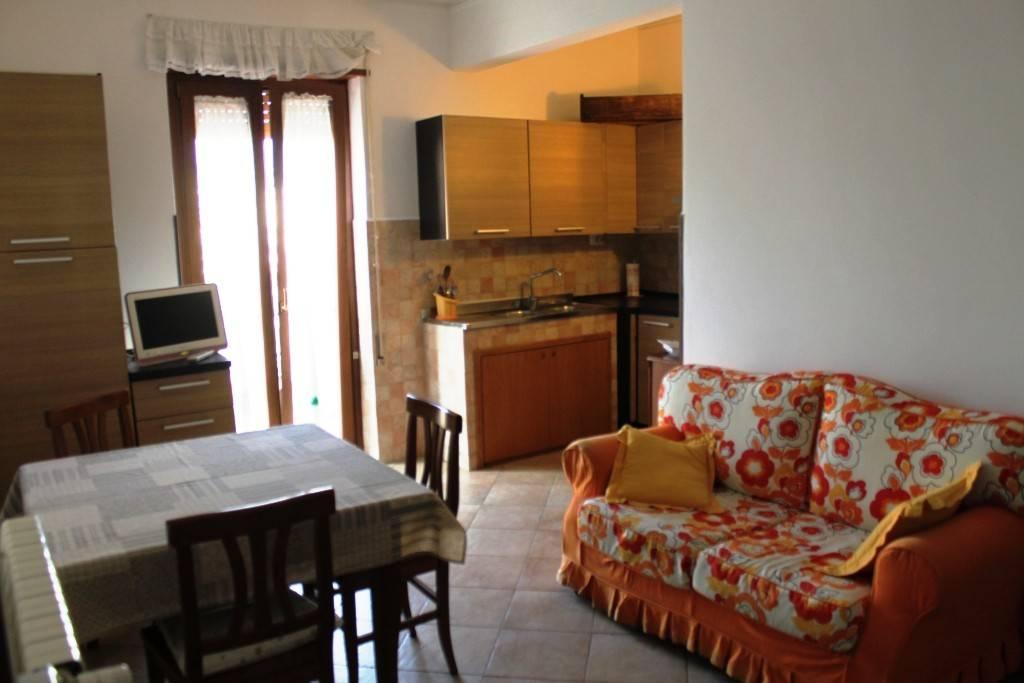 Appartamento in ottime condizioni arredato in vendita Rif. 8396662
