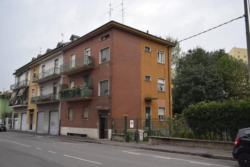 Appartamento in buone condizioni parzialmente arredato in affitto Rif. 8402142