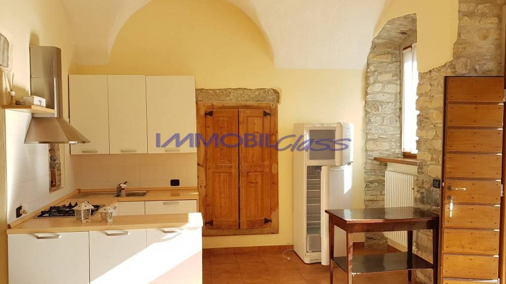 Appartamento in ottime condizioni arredato in affitto Rif. 8399630