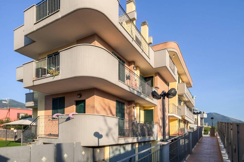 Appartamento in ottime condizioni in vendita Rif. 8399517