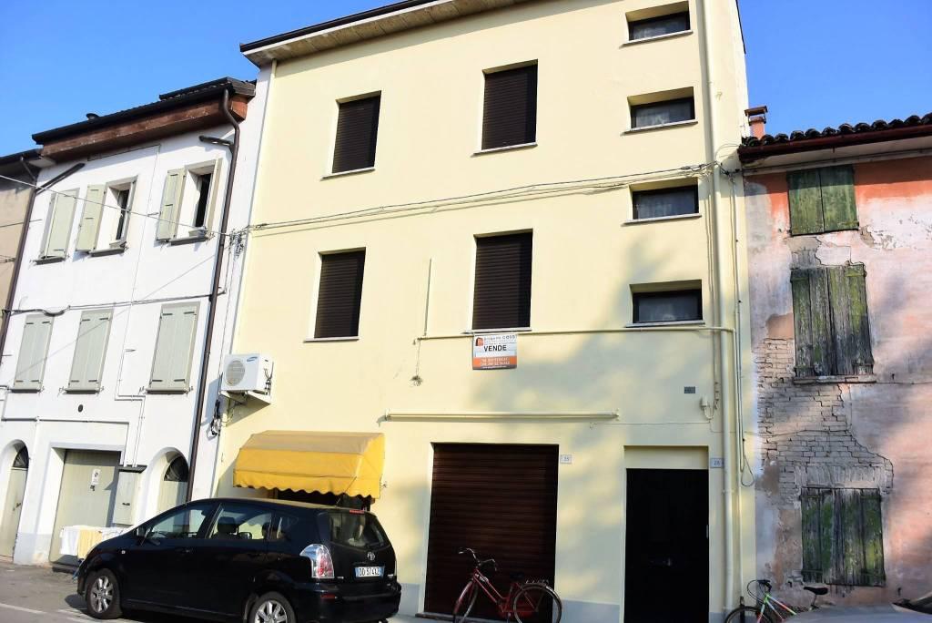Appartamento in buone condizioni in vendita Rif. 5557902