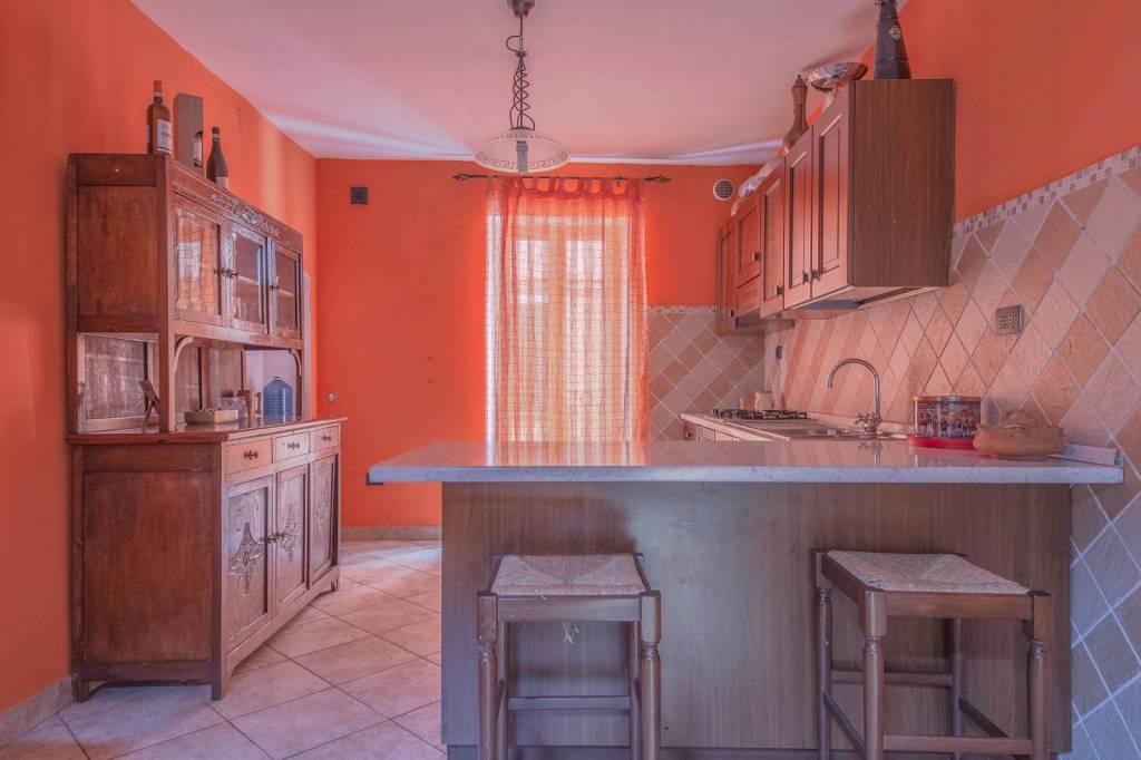 Appartamento in ottime condizioni in vendita Rif. 8396105
