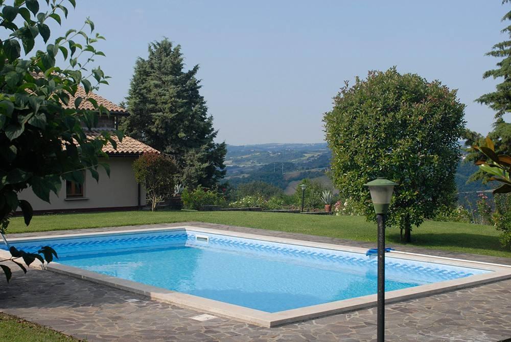 Baschi, vendesi casale con piscina