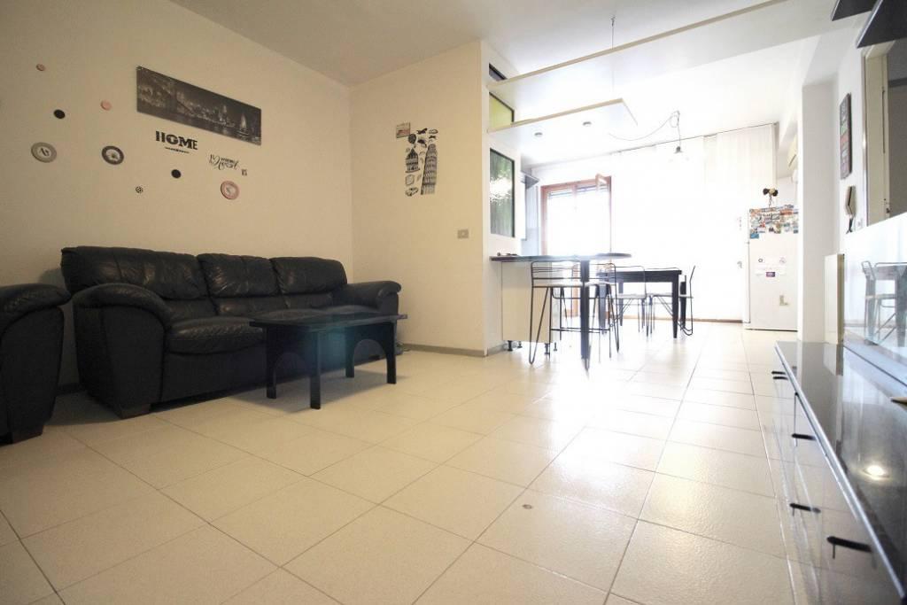 Appartamento in ottime condizioni in vendita Rif. 8396498