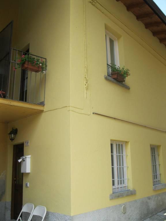 Appartamento in buone condizioni parzialmente arredato in vendita Rif. 8396178