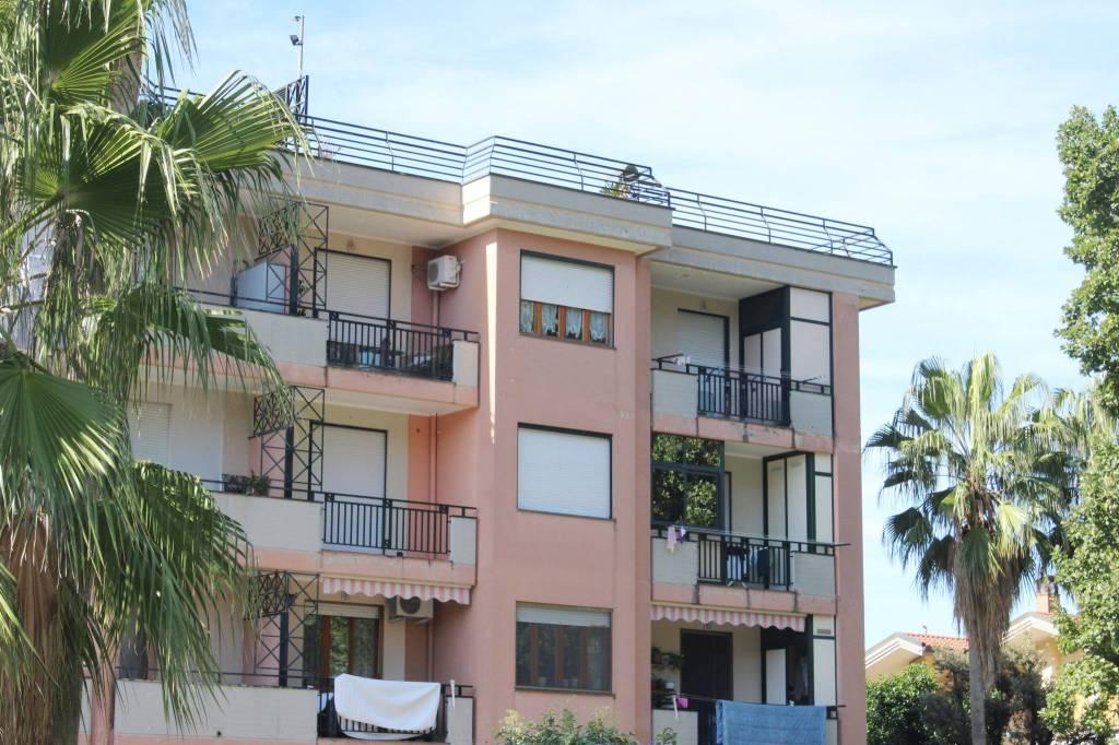 Appartamento in buone condizioni in vendita Rif. 8399958