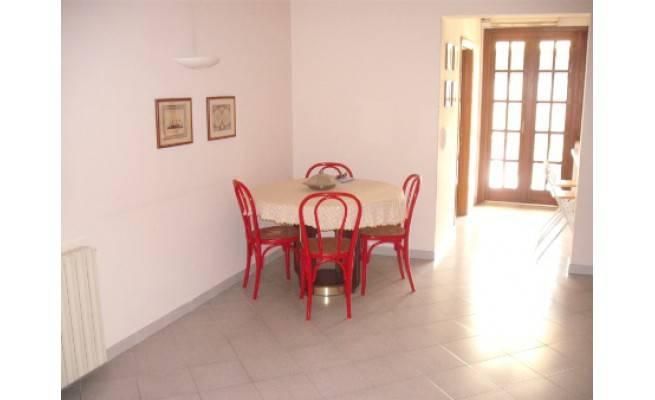 Appartamento in buone condizioni arredato in affitto Rif. 8399992