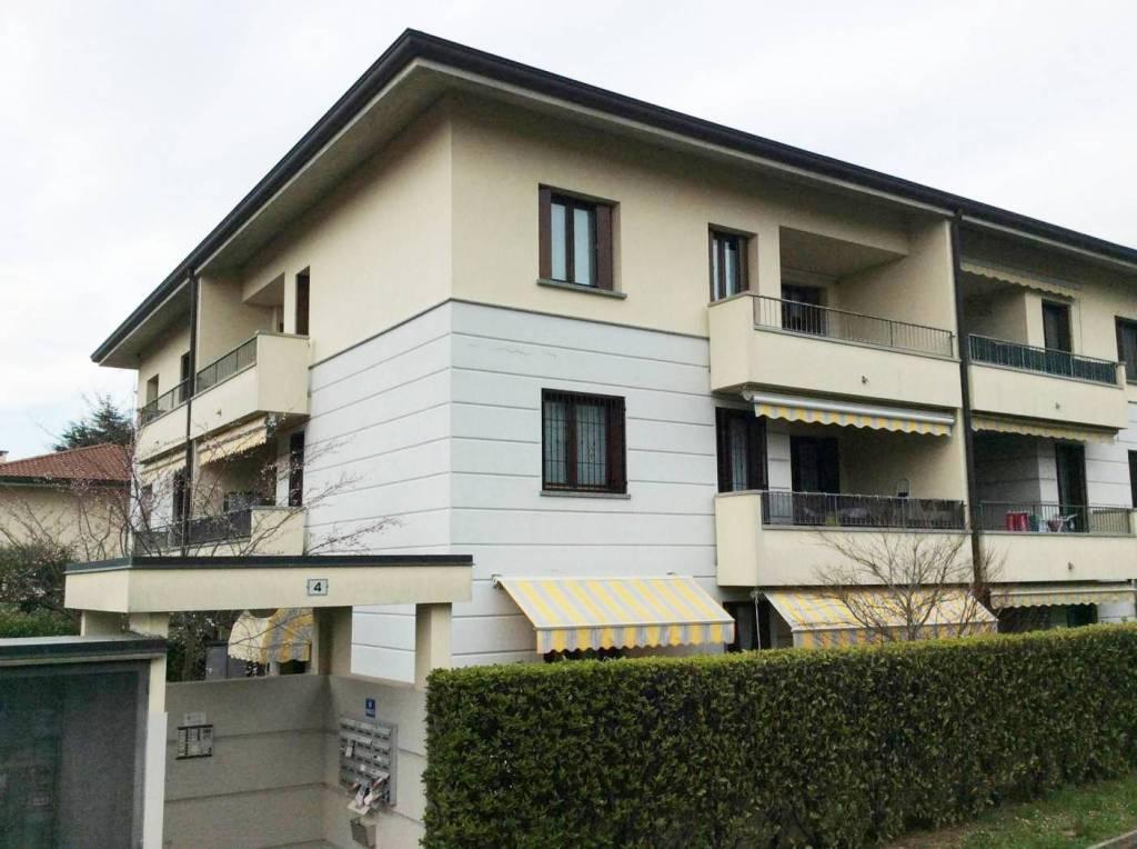 Appartamento in ottime condizioni in vendita Rif. 5860087