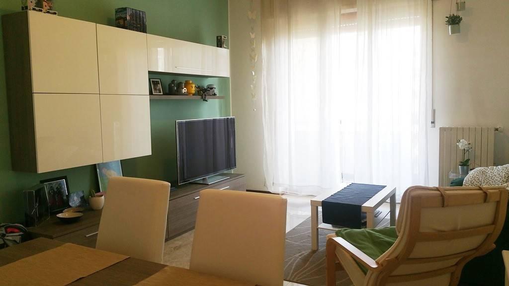 Appartamento in buone condizioni arredato in affitto Rif. 8396593