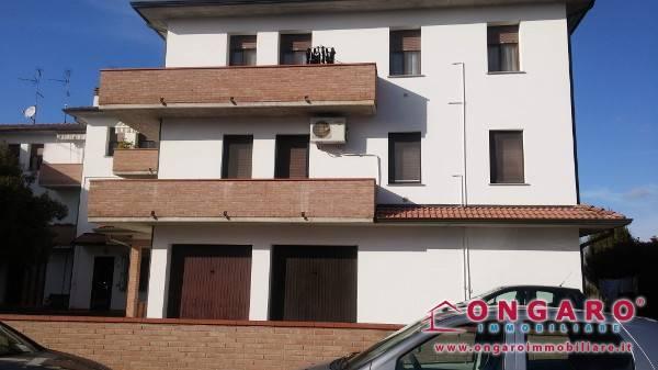 Copparo centro, buon appartamento al primo piano con garage