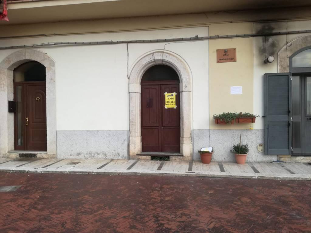 Locale deposito con piazzale antistante Rif. 8400277