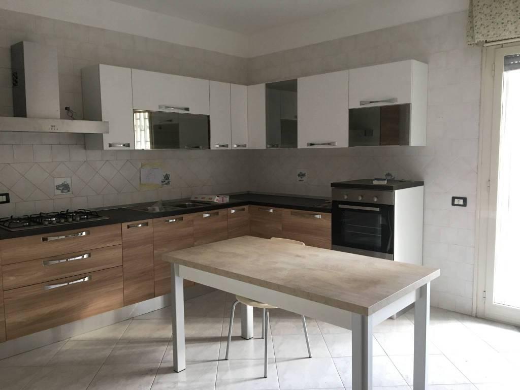 Appartamento parzialmente arredato in vendita Rif. 8402128