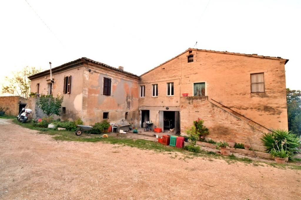 Rustico / Casale da ristrutturare arredato in vendita Rif. 8402730