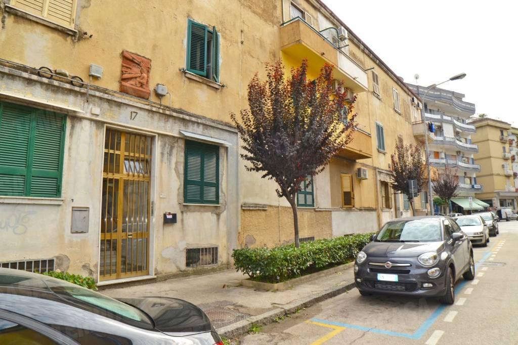 Appartamento da ristrutturare in vendita Rif. 8396356