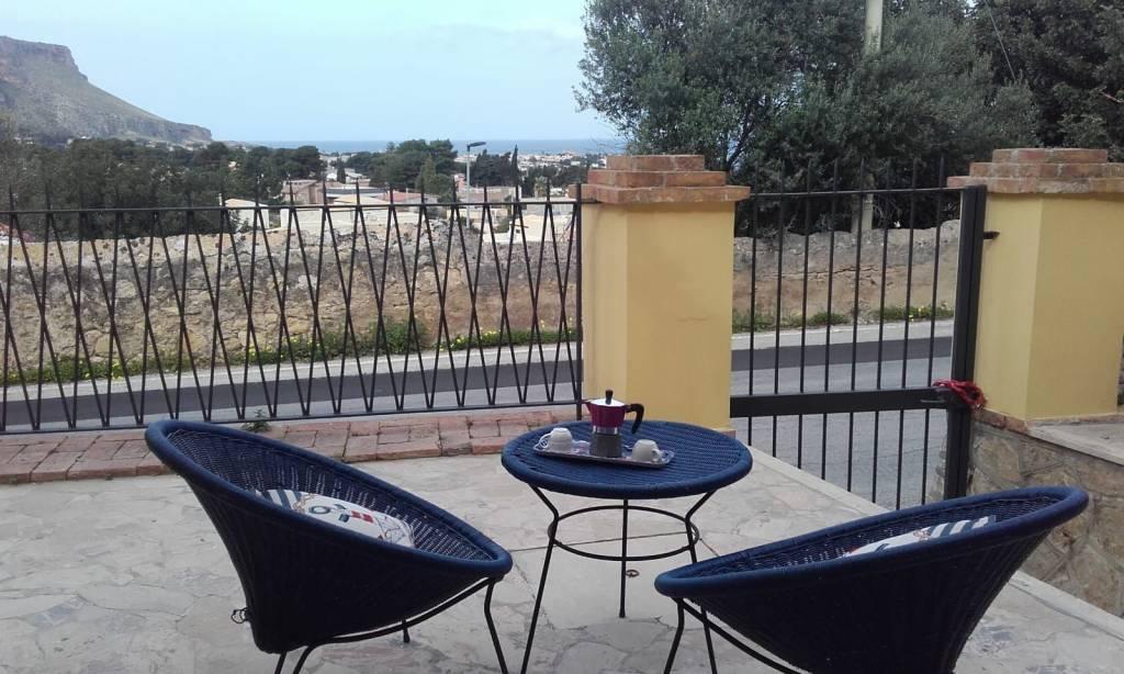 SANT'ANDREA - Due villette, piano scantinato e piano terra, 3 e 4 vani+accessori, con giardino e ga