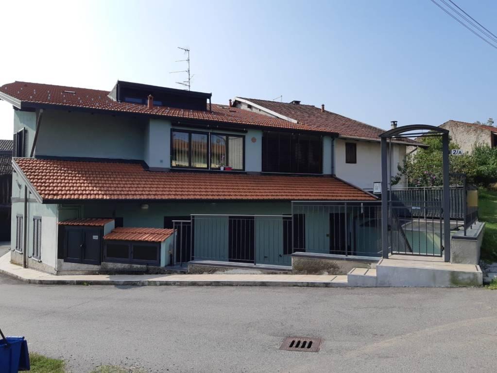 Appartamento in buone condizioni arredato in vendita Rif. 8552479