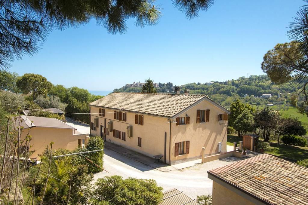 Rustico / Casale in buone condizioni in vendita Rif. 8408023