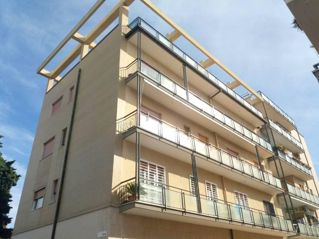 Appartamento in buone condizioni in vendita Rif. 8411138