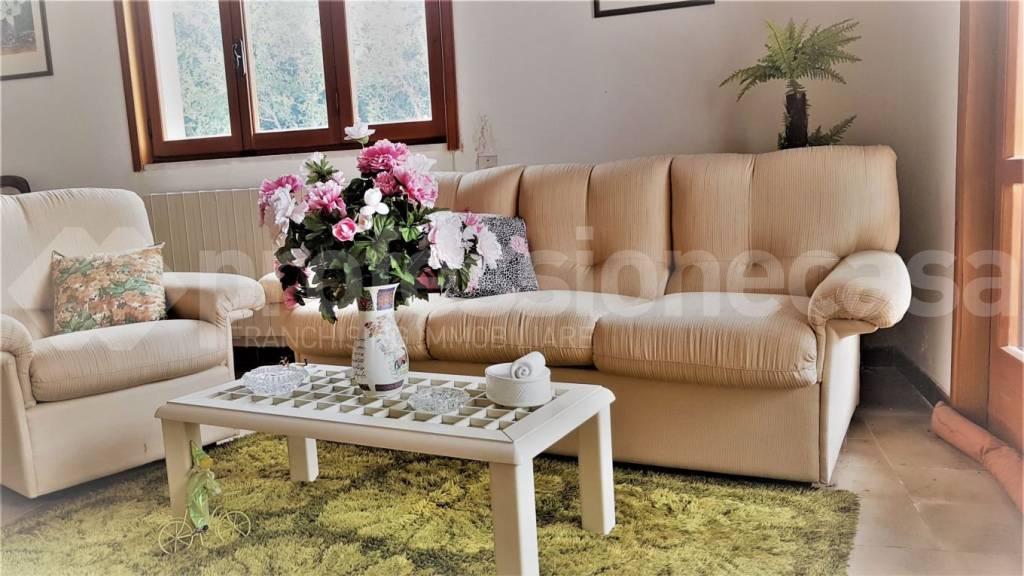 Villa in buone condizioni in vendita Rif. 9155522