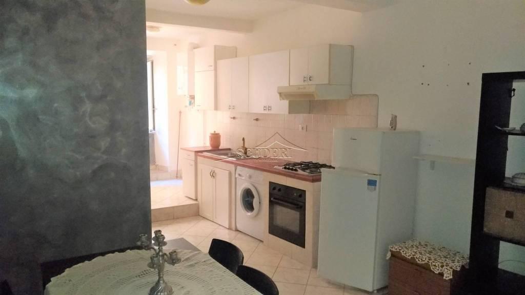 Appartamento in buone condizioni arredato in affitto Rif. 8410720