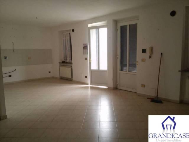 Appartamento in ottime condizioni parzialmente arredato in affitto Rif. 4261592
