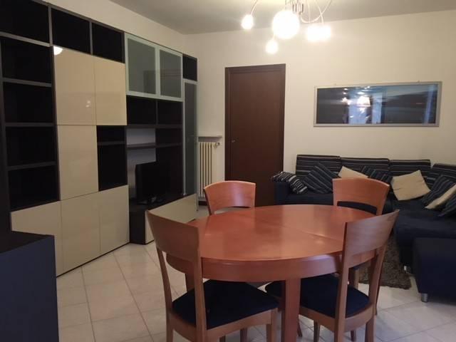 Appartamento in buone condizioni arredato in affitto Rif. 8409588