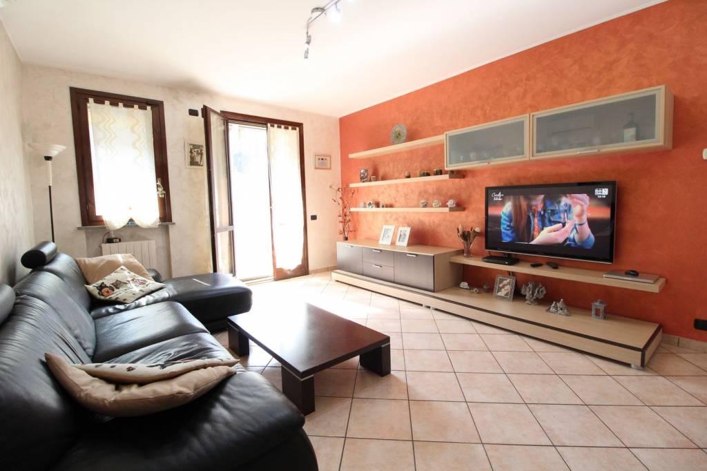 Appartamento in ottime condizioni in vendita Rif. 8409950