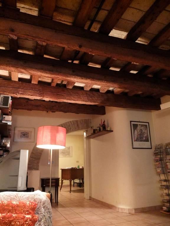 Appartamento in ottime condizioni parzialmente arredato in vendita Rif. 8851239