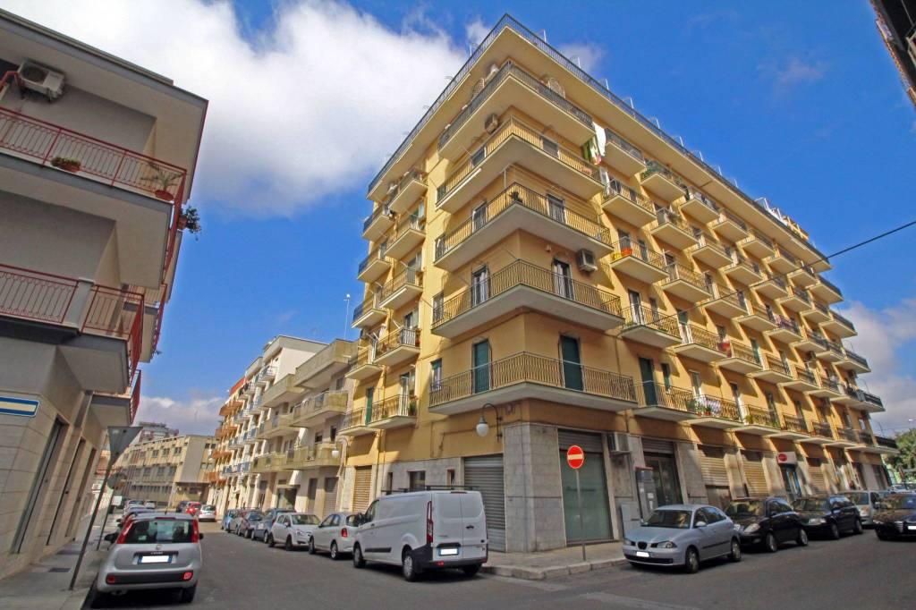 Appartamento in buone condizioni in vendita Rif. 8410491