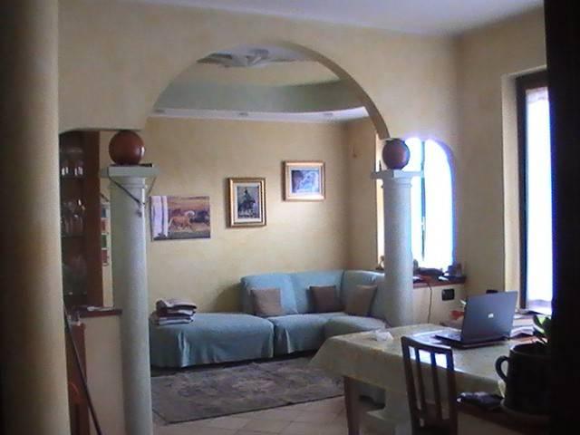 Appartamento in buone condizioni in vendita Rif. 8407807