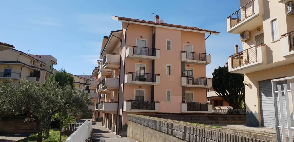 Appartamento in ottime condizioni in vendita Rif. 8413820