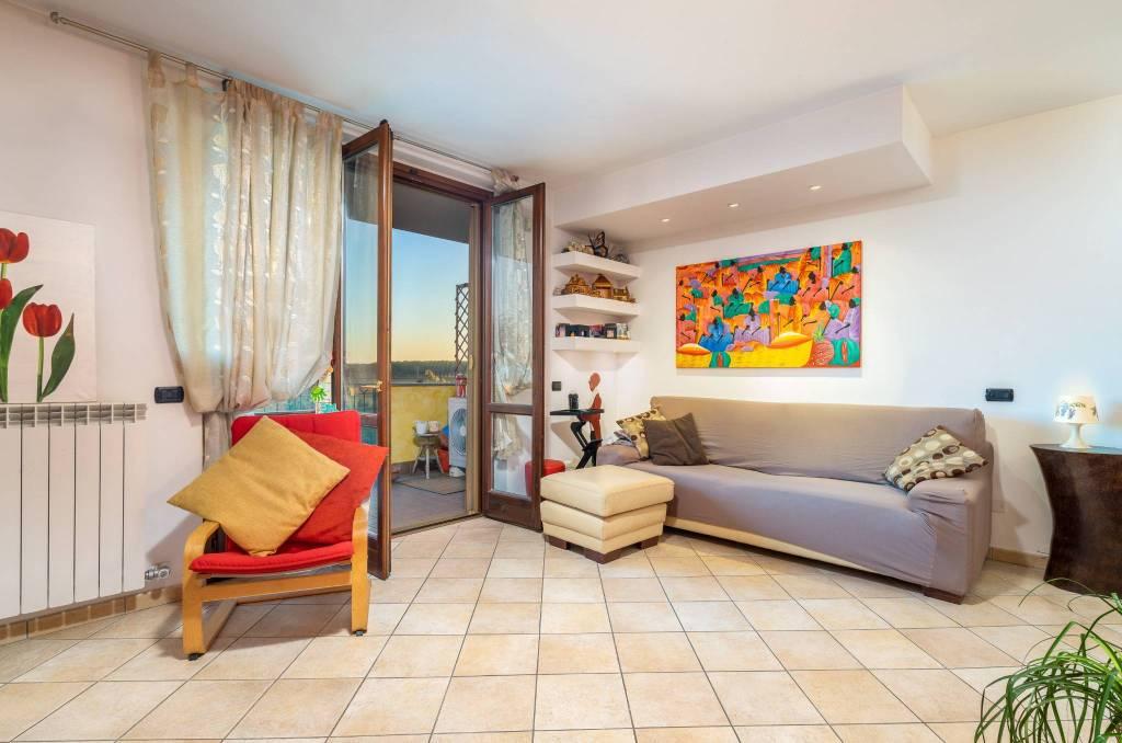 Appartamento in ottime condizioni parzialmente arredato in vendita Rif. 8407634