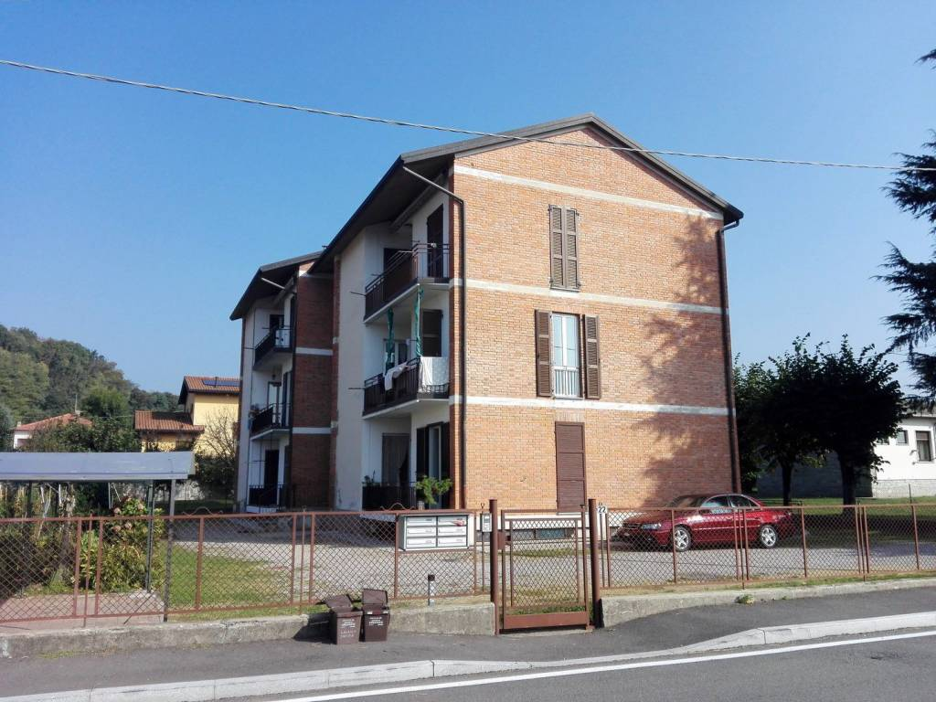 Appartamento in buone condizioni in vendita Rif. 8412268