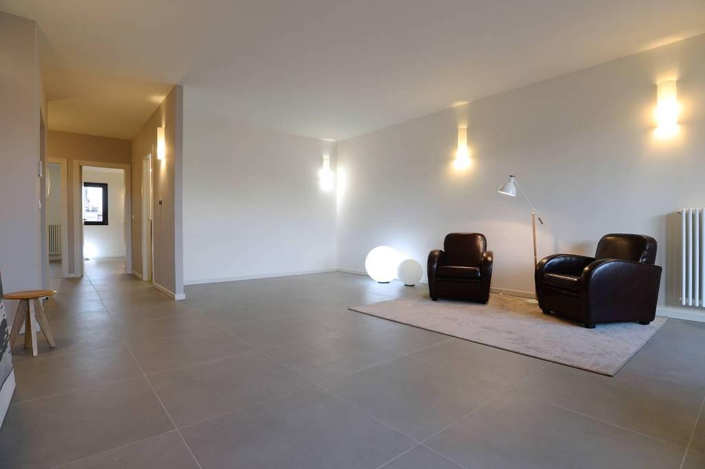 Immagine immobiliare Trilocale_2A+B_via Crevacuore 49, Parella, Torino L'appartamento è un trilocale al secondo piano, composto da ingresso su zona giorno in comunicazione con ampia loggia esposta a sud, cucina attrezzata completa di elettrodomestici e...