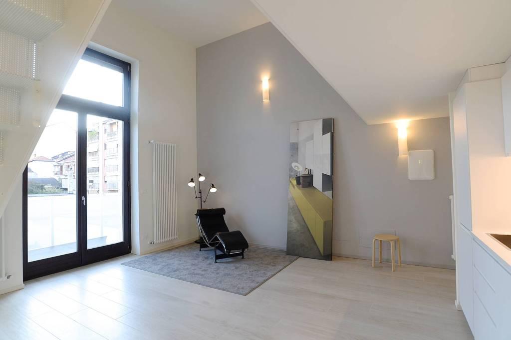Immagine immobiliare Bilocale bilivello . via Crevacuore 49, Parella, Torino L'appartamento è un bilocale bilivello al primo piano. Il primo livello è composto da ingresso living su zona giorno, cucina disimpegnata, bagno con lavanderia. Al...