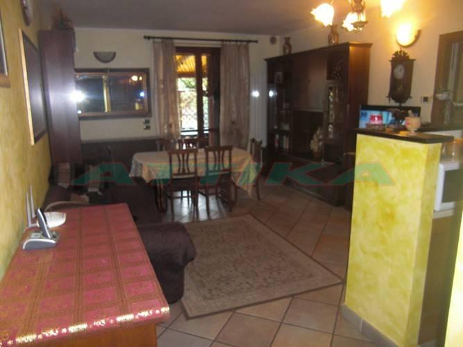 Appartamento in buone condizioni in vendita Rif. 8407745