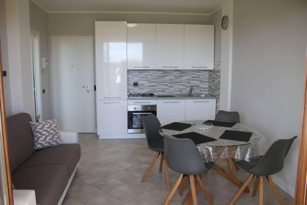 Appartamento in ottime condizioni arredato in affitto Rif. 8325954