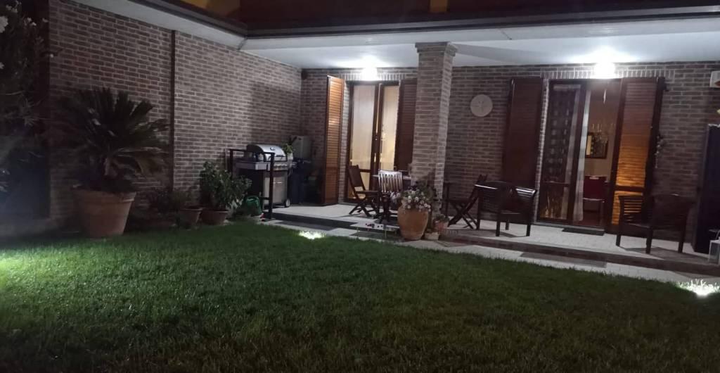 Appartamento in ottime condizioni in vendita Rif. 8410696