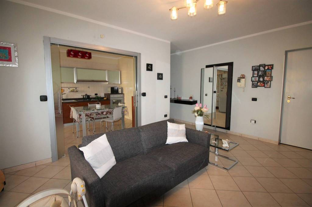Appartamento in ottime condizioni in affitto Rif. 8412570
