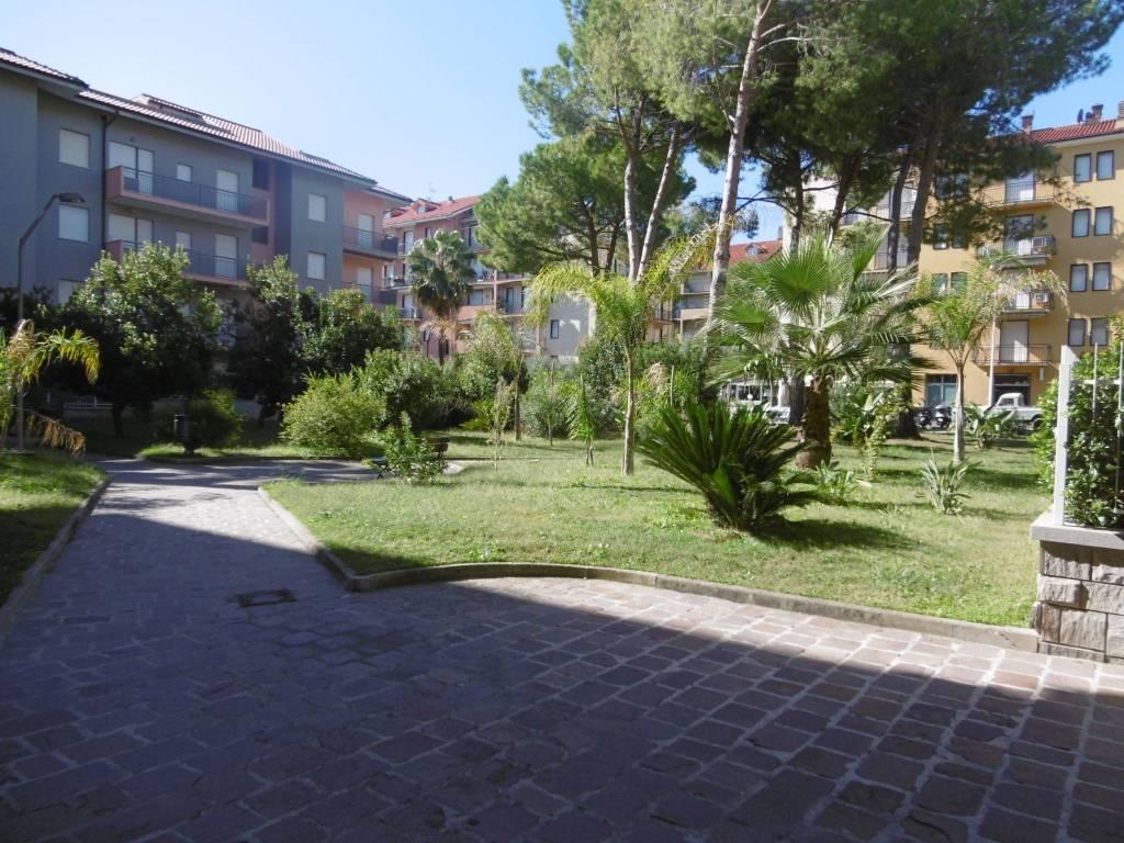 Appartamento in buone condizioni arredato in vendita Rif. 8408010