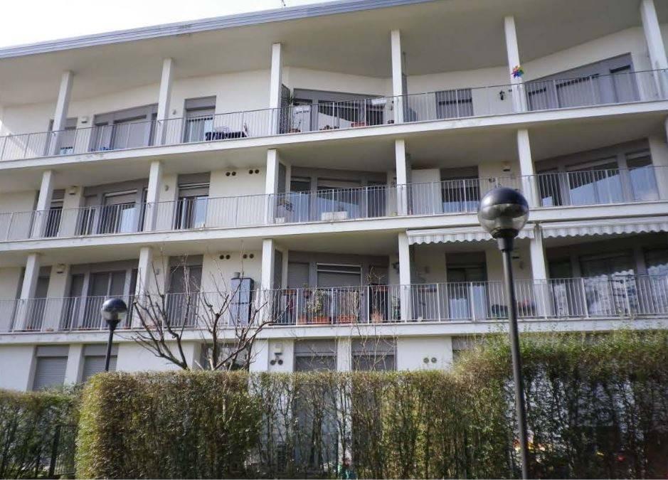 Appartamento in buone condizioni in vendita Rif. 8640411