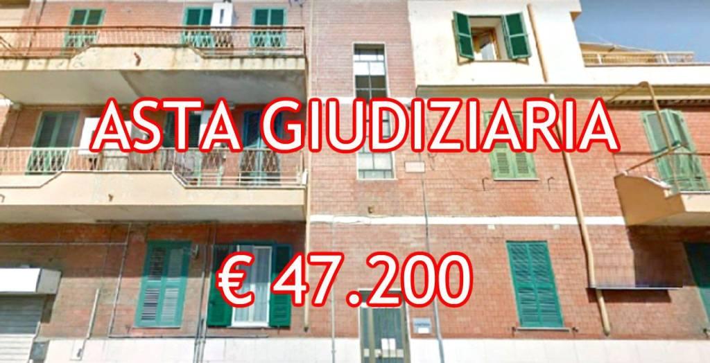Appartamento in buone condizioni in vendita Rif. 8410752