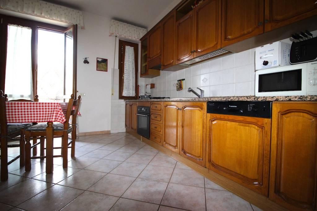 Appartamento in ottime condizioni in vendita Rif. 8413329