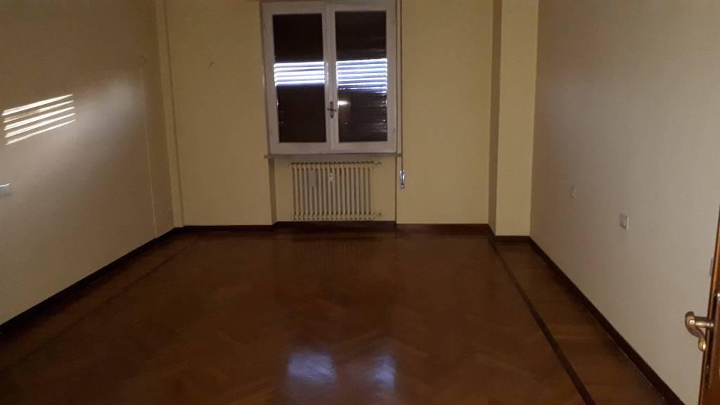 Appartamento in buone condizioni in affitto Rif. 8412754