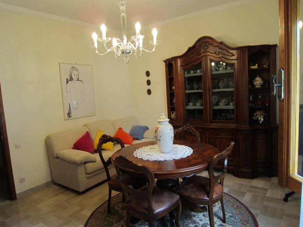 Appartamento in buone condizioni in vendita Rif. 8410416