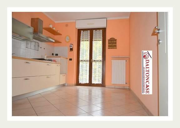 Appartamento in buone condizioni in vendita Rif. 8424824