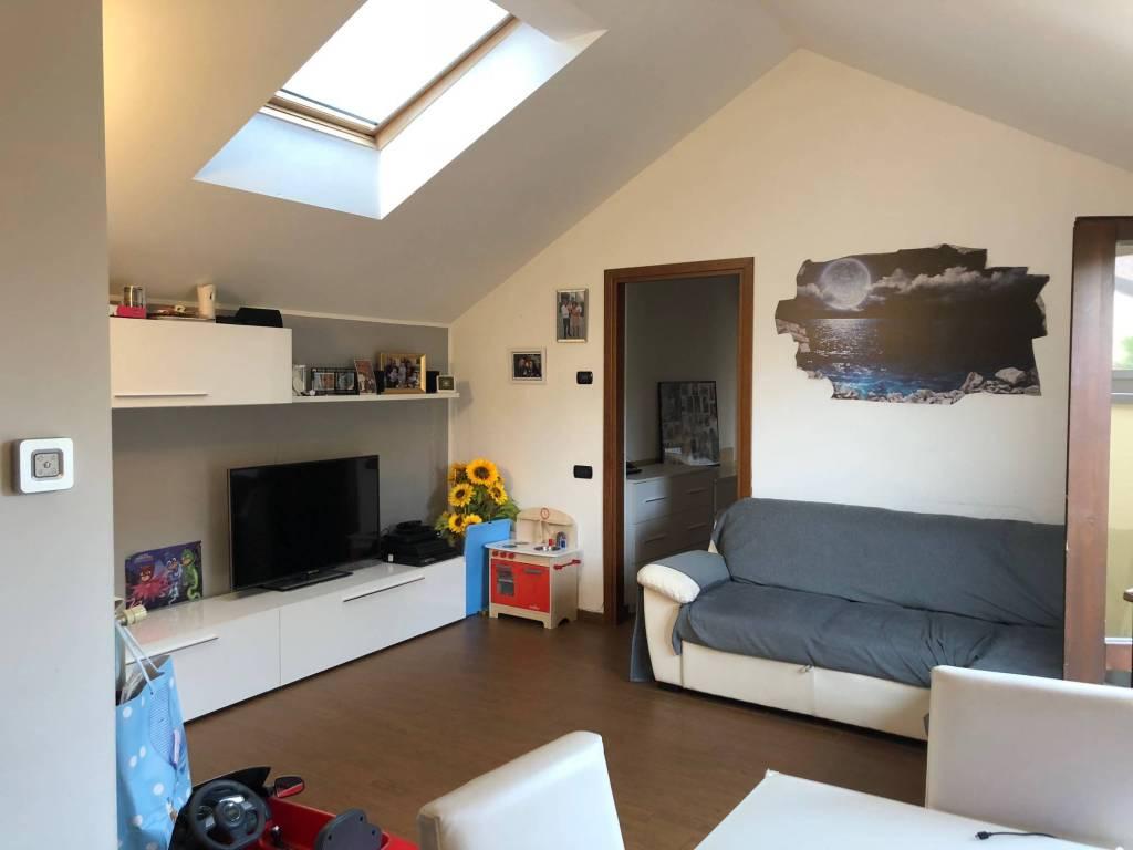 Appartamento in ottime condizioni in affitto Rif. 8427501